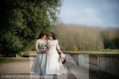 D2288-110-The bride_and_her_sister