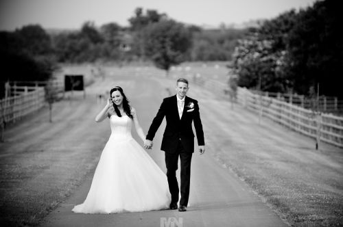 D2358-361-The_bride-and-groom_walk_along_the lane_that_leads_to_Mythe_Barn_Sheepy_Magna_in_Warwickshire