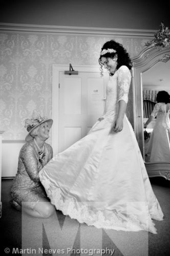 D2288-042-the-brides_mother_helps_the bride get ready_for_her_wedding_at Prestwold_Hall
